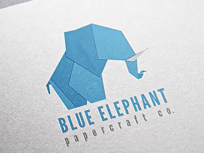 Ideas y Diseños de Logotipos tipo Origami o Plegados - Elefante azul de Alex Rivero