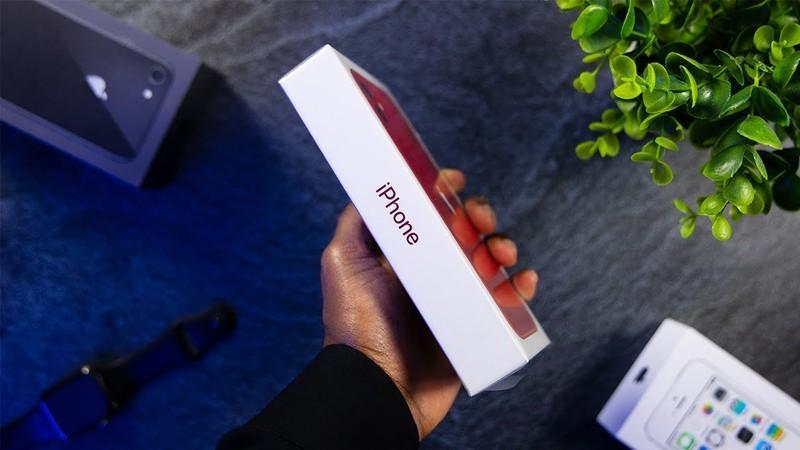 Minimal iPhone Packaging Design